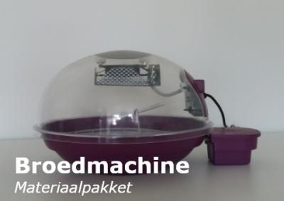 Broedmachine en kuikenkooi